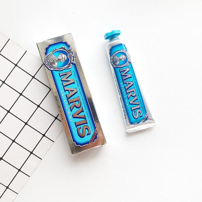 Kem đánh răng Marvis Aquatic Mint màu xanh dương