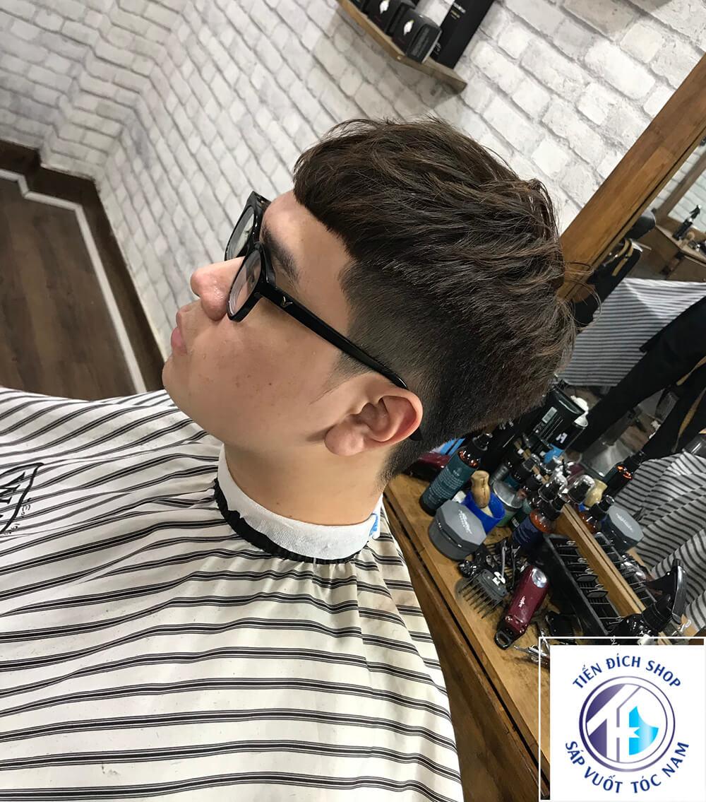 Kiểu tóc xoăn nam Undercut 2021
